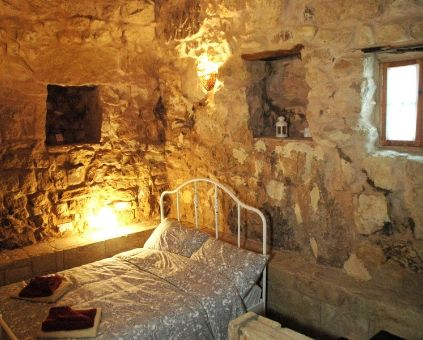 Romantic room in Beit al Taybeh, the Juniper room